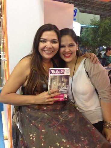 Com a autora Tammy Luciano, no estande da Editora Valentina